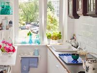 Białe meble kuchenne. Mała kuchnia w uniwersalnym stylu